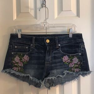 AEO Embroidered Floral Cut Off Shorts Size 4 NWOT
